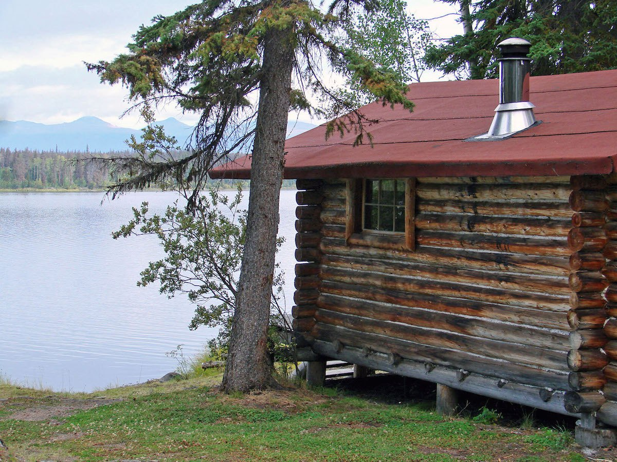 Eagle 39 s nest resort anahim lake bc for Lakes in bc with cabins